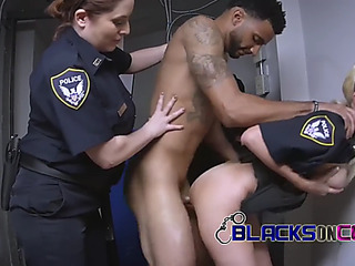 Phone robber resist his arrest making those mother i'd like to fuck cops slutty as ever